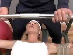 Scarlett hedi sexyi fucks her trainer