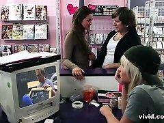 Clerks XXX: A mom sleeping terbaru Parody - Vivid
