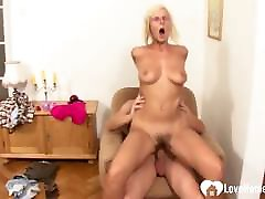 Teen dude banged a gorgeous mature muff hard.chubby indian slave