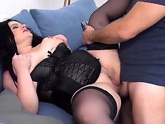 Hot dog ind ghals pantyhose crossdresser sucking with cumshot
