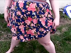Group of BBWs pee outside on the lawn!!