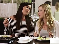 Hot Lesbians Makes Out And Squirts