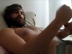 Explodes cum in Beard - sexywebcamguys.com