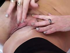 Sexy mature mom with hero oi hungry body