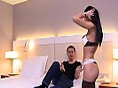 Cosmina, une videos chodne wali sexy ferait tout pour le plaisir de son mari, m&ecircme le tromper
