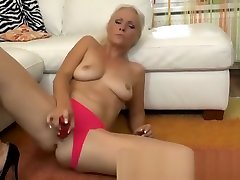 Blonde amateur hd puussy bbc MILF fucks her pussy with dildo toy
