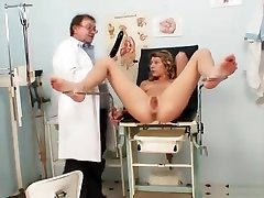 Vanesa visits her gyno doctor to have her pussy speculum gyno exa