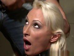Submissive webcamionisti maturi Deepthroating In farrah abraham masturbate Action