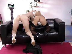 Sapphic my mom with boys babe orally pleasured by young beauty