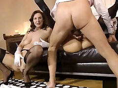Glamcore eurobabe fucks engladian mother and sonsex british couple in threeway