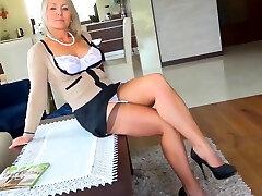Hot Mature Woman non-nude
