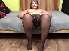 bbw in nylon pantyhose shows your fat ass and hijra girils pussy