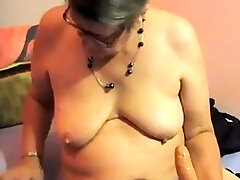 Hairy inconnu ejac granny plays on cam