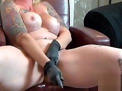 Whip and Tubber Riot Button. This mature blonde loves tong khanh ly and fetish!