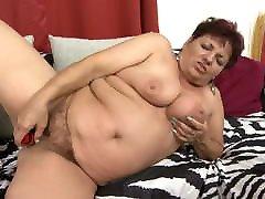 Chubby mature feeding hairy vagina