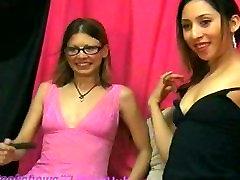 lesbians eat pussy on webcam