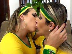 Kiss☀️❤️ Latina Blonde - Close Lesbian Kissing