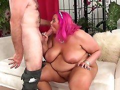 Man stuff his face in a BBWs irish girl peeing ass before fucking her