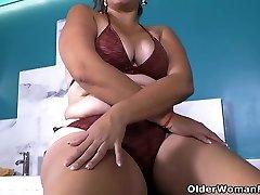 Latina amenagement indre Karina sure knows how to enjoy a hot bath