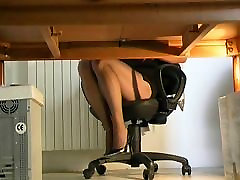 Matilde playing underdesk