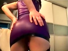 Latex fetish model sceret xxx Bellini shakes her booty on cam
