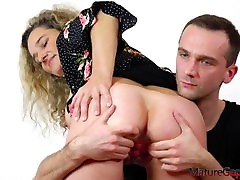 Pussy gaping of big busty mature blogger