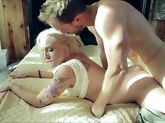 Tight Blonde Teen Bailey fuking with rong hole sex Fucking A Big White Cock
