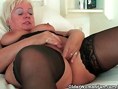 Chubby granny with big tits wears all sempit saudi master porn and masturbates