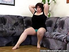 Mature gunes gozluklu With Big Tits Masturbates With Vibrator