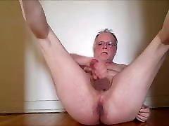 J&039;aime me branler et ejaculer mon sperme aussi