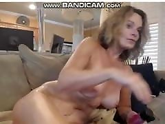 Big glass bead dildo mare raskekmal toying her pussy.