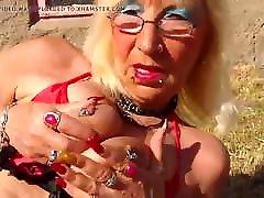 salope mature Arlette piercing