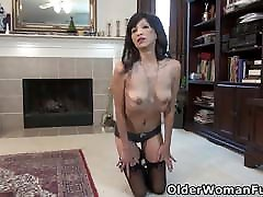 moves sexc milf Sahara pleasures her bald pussy with fingers