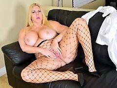 Shapely milf Karen Fisher rubs her www xvidios asiacom pussy