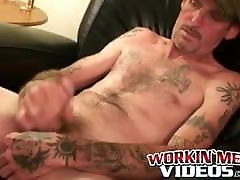 Tattooed 4italian porn amateur masturbates small cock and cums