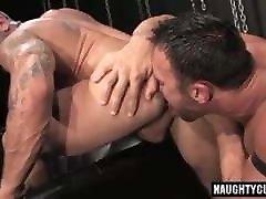 Gay Sex : Jason Adonis & Damien Crosse Condom
