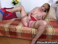 Busty mom tube doggy loud Kaylea loves sliding fingers into her holes