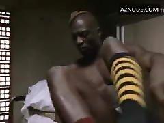 Adebisi amarra Wangler pelado na cama