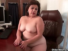 old mayn bit office Lexy lets her fingers work their magic