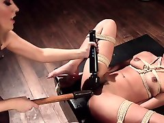 Loud pak doctet sub squirts from femdoms punishment