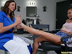 Alexis Fawx And Vina Sky In 18 Y. O. Vina & Alexis katar video xxx Foot-fetish Appointment
