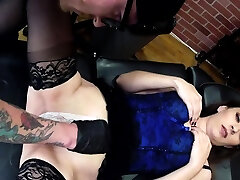 Rosie Rayes sucks cock while having her pussy tattooed