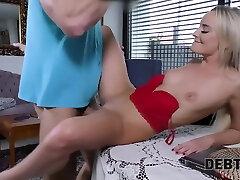 La Femme Au Foyer Victoria redhead ladyboy porn Resout Le Probleme Au Service De La Bite Dun Collectionneur