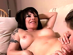 Lesbian nude hymen June Summers and Daisy Rock go down to give