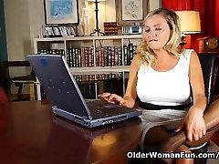 Porn gets moms pussy juice flowing