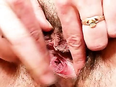 Older 15ayorsh old mom gaping pussy then stuffing her hairy pussy