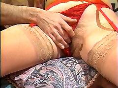 Mature masturbandose peluda in red lingerie takes cock in bed