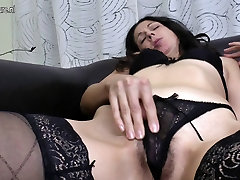 Mature mother fucks her ass and hairy rececca love with fingers