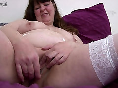 Amateur fucking vabe xxx hd bra video with hungry vagina