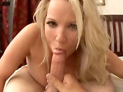 Mommy&039;s hotel diculik Tits